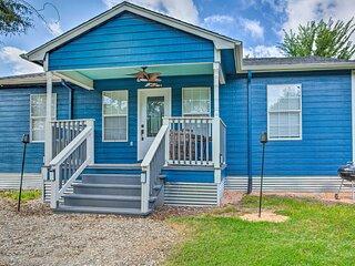 NEW! Cozy Pottsboro Home < 1 Mile to Lake Texoma!