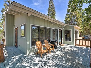 NEW! Lovely Yosemite Area Home w/ Hilltop Mtn View