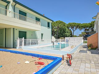 Nice apartment in JESOLO with Outdoor swimming pool, WiFi and 2 Bedrooms (IVK693