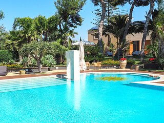 Amazing home in Butera with Outdoor swimming pool, WiFi and 5 Bedrooms (ISR404)