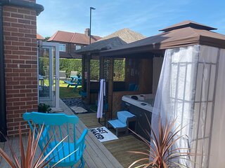 Beautifully presented 6 bed 5 & a half bath house