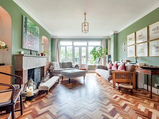 Majestic home with Beautiful Garden in North West London by UnderTheDoormat