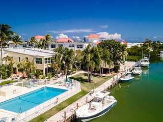 Shore 2 Please~ 2 bed townhome with 2.5 baths walking distance to Sombrero Beach