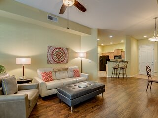 GROUND FLOOR condo STEPS AWAY from pool & spa!!