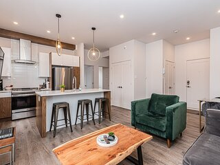2 Bedroom Luxury in the Mile End by Den Stays