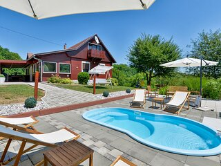 Awesome home in Mrzlo Polje with Jacuzzi, WiFi and Heated swimming pool (CCC263)