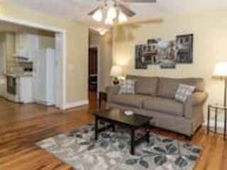 The Columbus Cottage Mins to Benning Downtown, vacation rental in Columbus