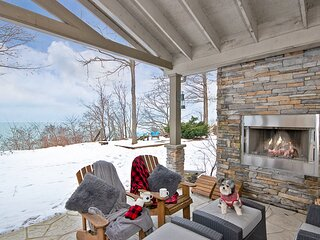 Sunset Serenity Shorehouse Beach Cottage with Stunning Lake Views Inside and Out