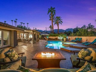 Sunset Mountain View Home in heart of South Palm Desert, Private Pool/Spa & 2 Be