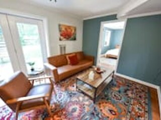 The Glory Glory Cottage Guest Suite Huge Yard, holiday rental in Good Hope