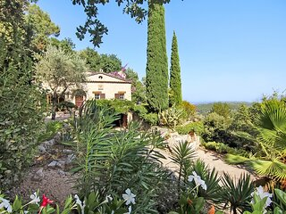 Provencal Stone Villa with pool and magnificent view of the sea, valley and lake