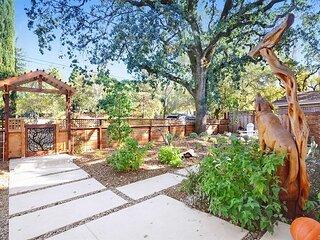 Gorgeous Glen Ellen Home w/ Spa, Decks & Office