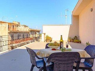 Casa vacanze in centro con due grandi terrazzi, 1200m dal mare