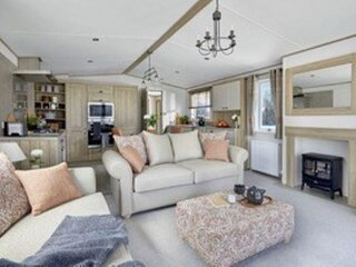 Stunning 8 berth lodge for hire at Skipsea Sands in Yorkshire ref 41072SF
