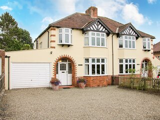 SUNNINGDALE family friendly, large garden, games room in Ludlow Ref 14518