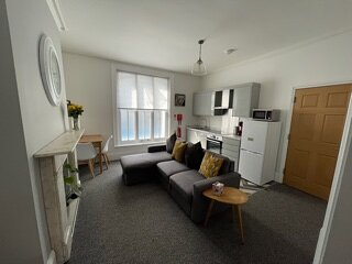 BOURNECOAST: MODERN APARTMENT CLOSE TO THE TOWN CENTRE AND SANDY BEACHES- FM6140