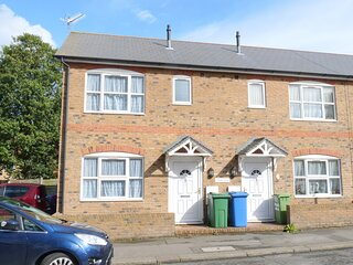 2-Bed House in Sittingbourne, DW Lettings 1FW
