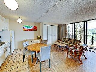 Waikiki Banyan 2111A