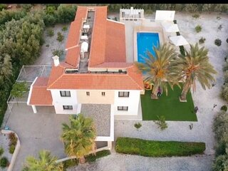 Holiday villa with 6 bedrooms in Paphos,Peyia