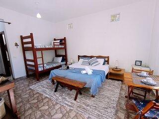 Loft Praia Brava - Casa de hospedes com churrasqueira e piscina