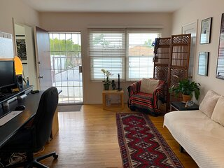1 BR/1 B – SPEND WINTER MONTHS MINUTES FROM BEACH  (Nov 1 - Feb 1 ONLY)
