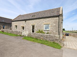 GAG BARN, stone barn conversion, off road parking, Smart TV, garden
