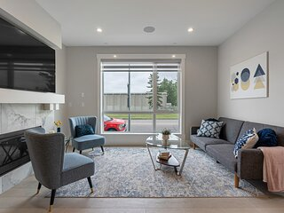 Heart of ALTADORE★FIREPLACE★Smart TV★KING✤Laundry★Gig WIFI★Amazing Location!