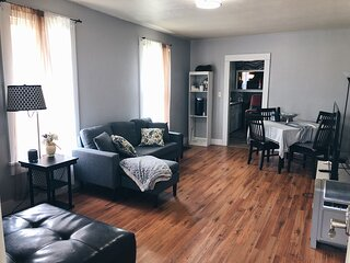 Private family & pet friendly home; steps away from the zoo!
