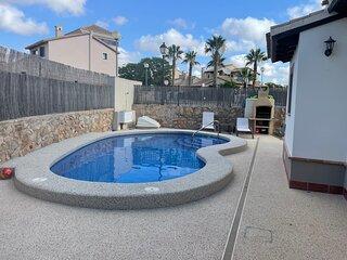 Impeccable 3-Bed Villa in Hancienda del alamo