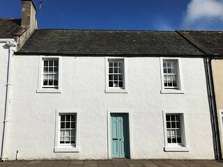 DERMOT COTTAGE, terraced, woodburning stove, conservatory in Gatehouse of