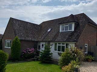 Beautifully presented detached chalet bungalow, sleeps 6, off road parking