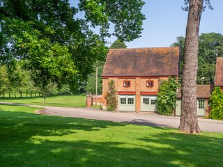 Luxury rural cottage in historic country estate - Belchamp Hall Coach House
