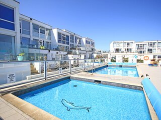 Seascape Heights apartment with a shared heated swimming pool