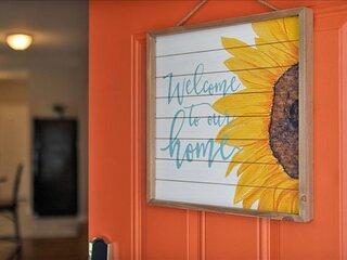 NEW! Historic Downtown Atlanta Cozy Sunflower Bungalow. 4BR/2BTH