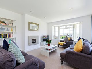 Modern 5 bedroom residential home with seaview