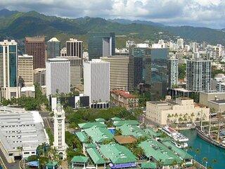 Waikiki Beach Escape! Kitchen, Outdoor Pool, Laundry Facilities, Minutes to Zoo