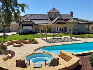 Stay at THE RESORT--BEST Luxury Lifestyle Estate!