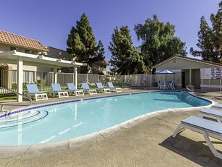 Indian Palms Cosy 2BR Condo with an Outdoor Pool