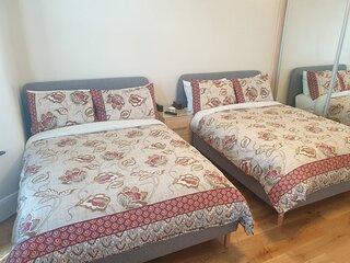 London Luxury 2 Bedroom Apartment 5 mins Walk from Ilford Stn Parking Sleeps 6