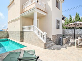 Awesome home in Torrevieja with WiFi and 3 Bedrooms (EBI285)