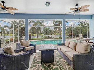 Stunning & Luxurious Private Home! Lake View, Heated Pool & Spa In Gated Communi