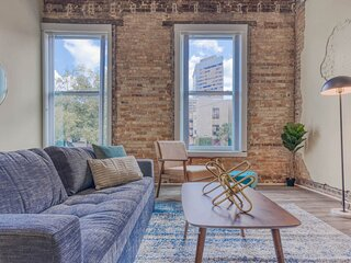 Kasa Columbia | Walk to the Museum of Art + Free Parking| Downtown