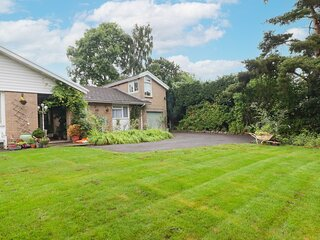 BEACONS REST, romantic, country holiday cottage, with a garden in Brecon, Ref