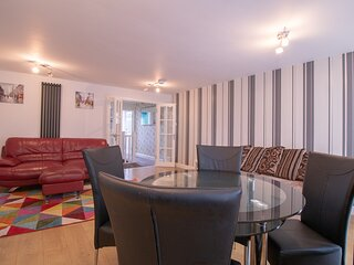 Charming 3-Bed Apartment in Newcastle City
