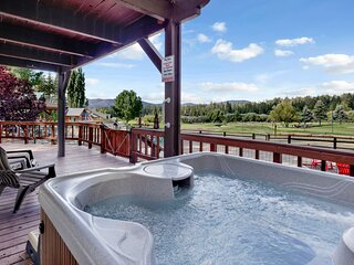 Bear Cabin Golf/Ski/Zoo Chalet / Hot Tub / Games / Guest Apartment