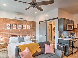 NEW! Dtwn Casita w/ Shared Pool: Walk to Dining!