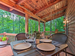 NEW! Chic Creekside Cabin, 25 Miles to Asheville