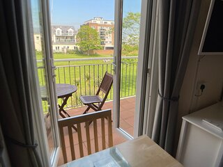 Bedford Holiday Apartments.  Studio Apt10 (Sea view from balcony)