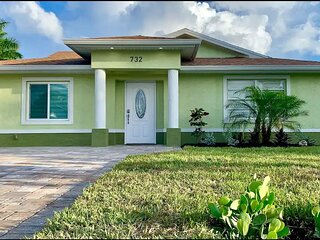 6 bdr Vacation Home walking distance to the beach