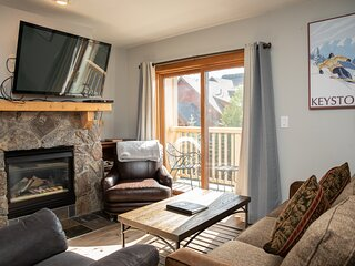 Steps to the gondola and River Run Village! Oversized one bedroom w/ pool and